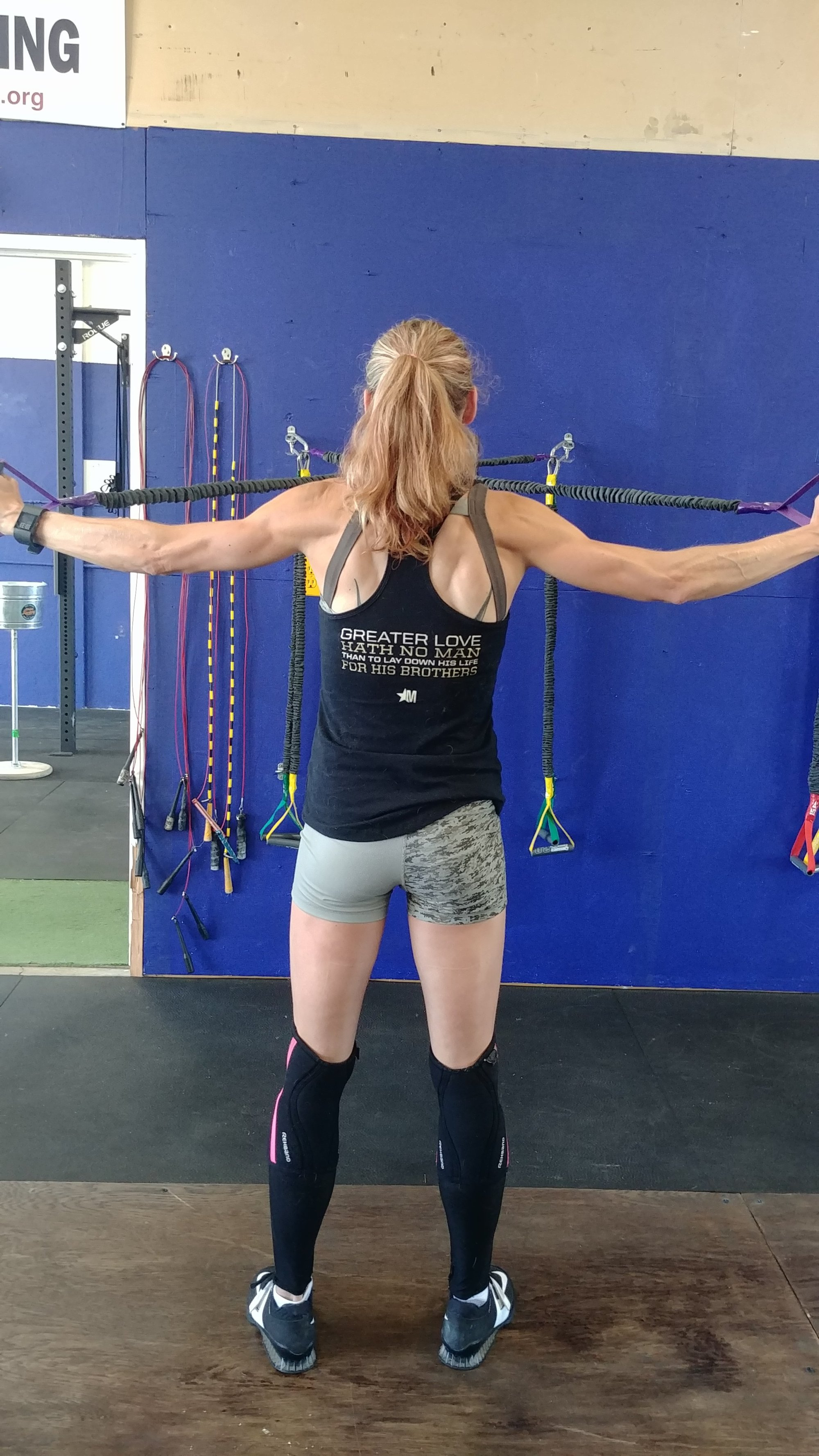 crossover symmetry showing back muscles in crossfit hot crossfit girls