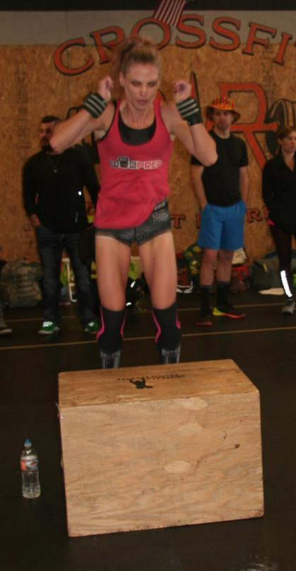 hot crossfit chicks doing step ups