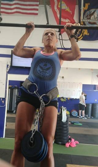 hot crossfit chicks doing weighted pull ups