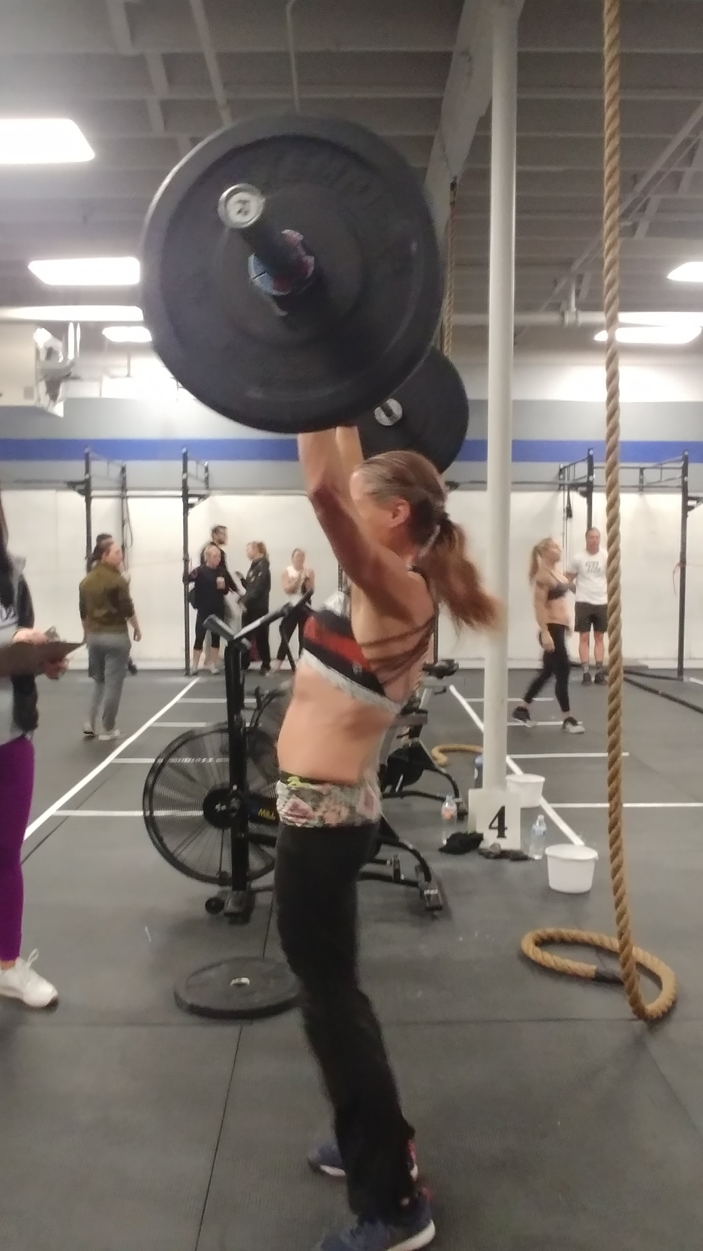 CrossFit hotties doing Push Jerks at CrossFit competition