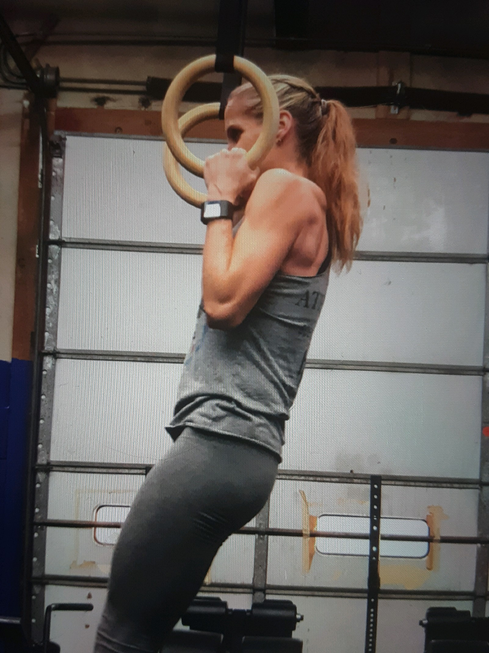 crossfit women practicing ring muscle ups in crossfit