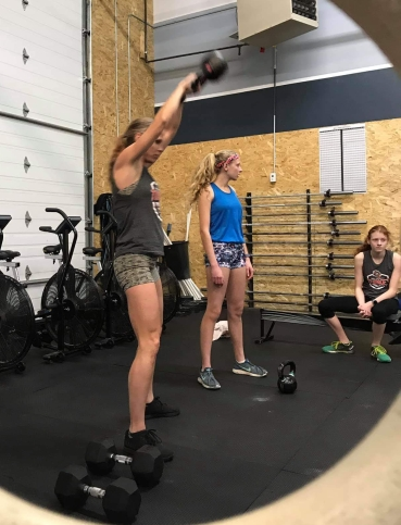 Crossfitmomm working out at home in Colorado