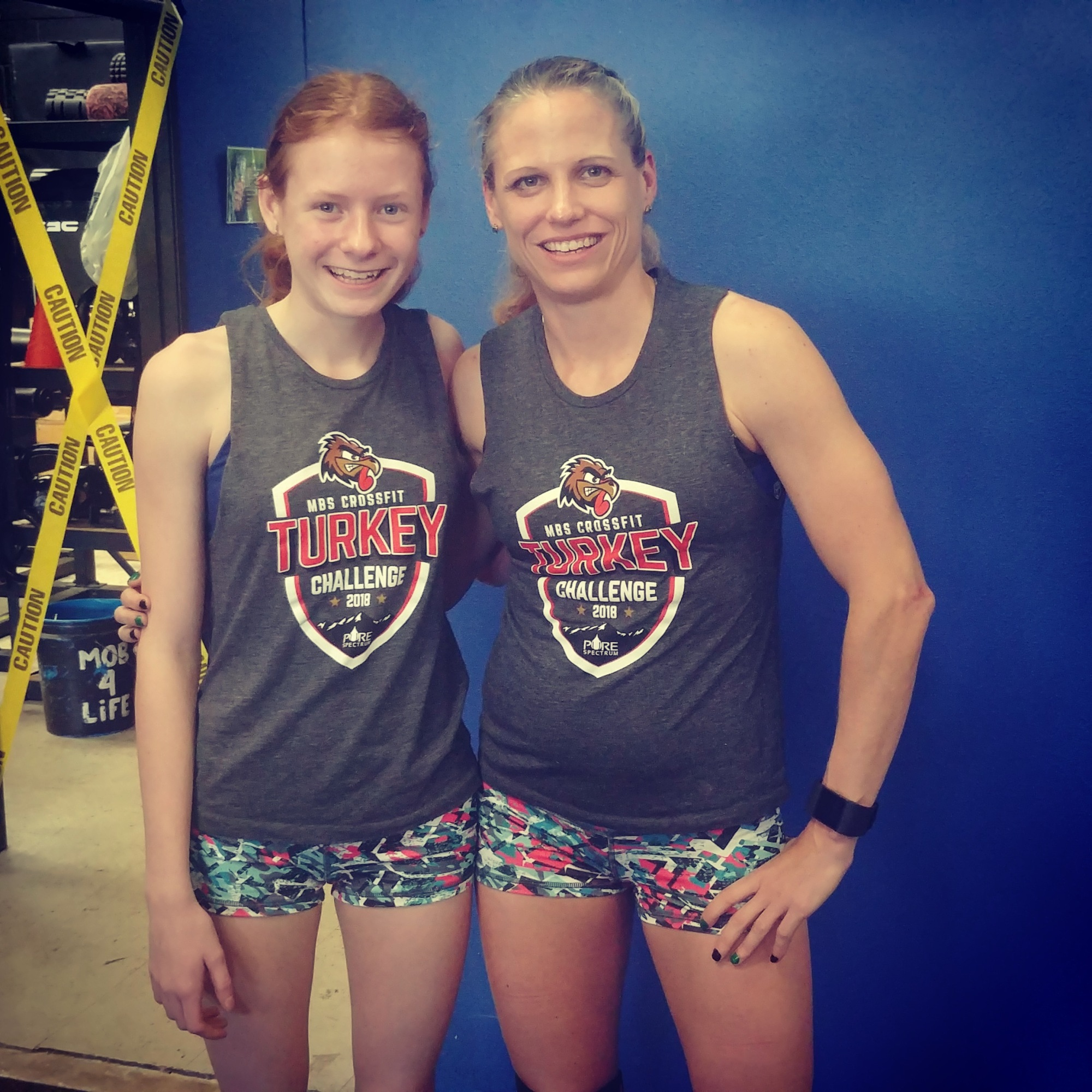 crossfitmomm doing crossfit competition at crossfit mob in denver hot crossfit chicks