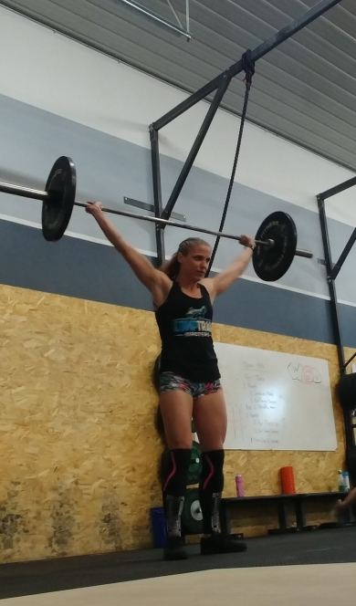 hot crossfit chicks doing snatches in crossfit in colorado