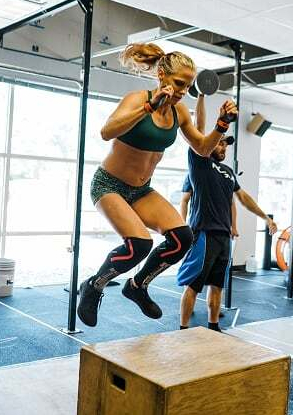crossfit competition box jumps crossfitmomm.com hot crossfit chicks
